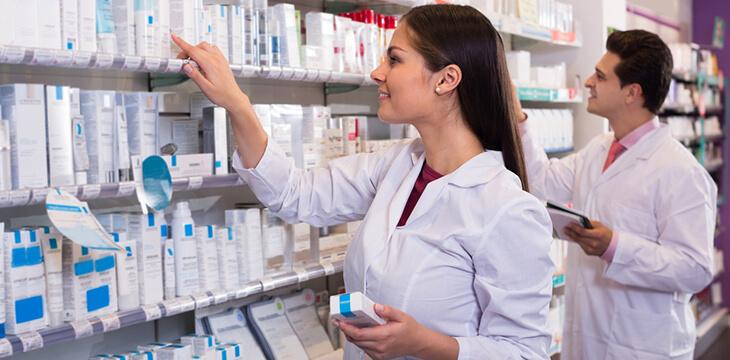 Молодые фармацевты ищут лекарства